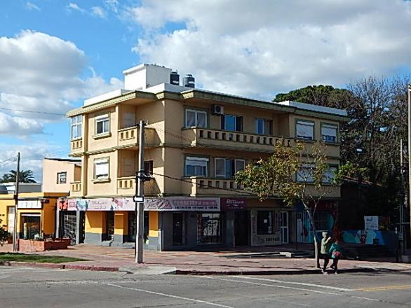 Avenida Millan 4398 esquina Las Violetas